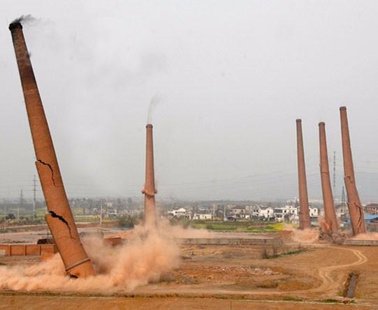 浅谈砖烟囱拆除施工的几种方法